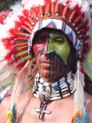 Indian Head Dress - How Native American tribes are keeping tradition alive