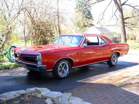 Cuban car Pontiac