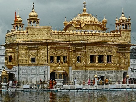 Golden-Temple-in-Amritsar